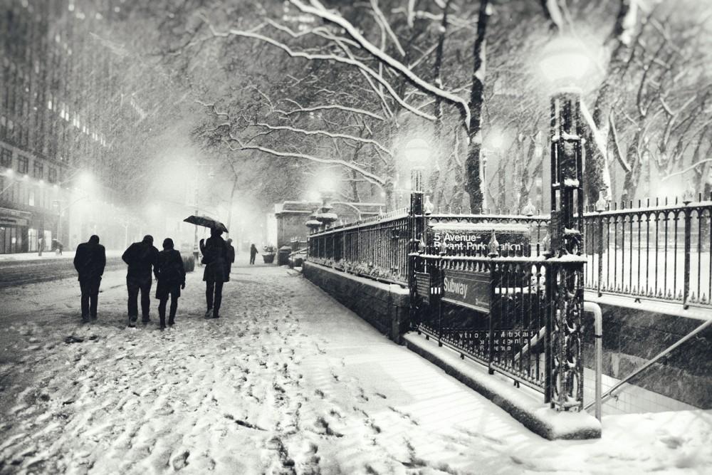 New York City - Winter - Snow Falls on 5th Avenue