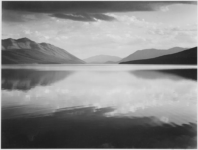 634px-Looking_across_lake_toward_mountains,_%22Evening,_McDonald_Lake,_Glacier_National_Park,%22_Montana.,_1933_-_1942_-_NARA_-_519861
